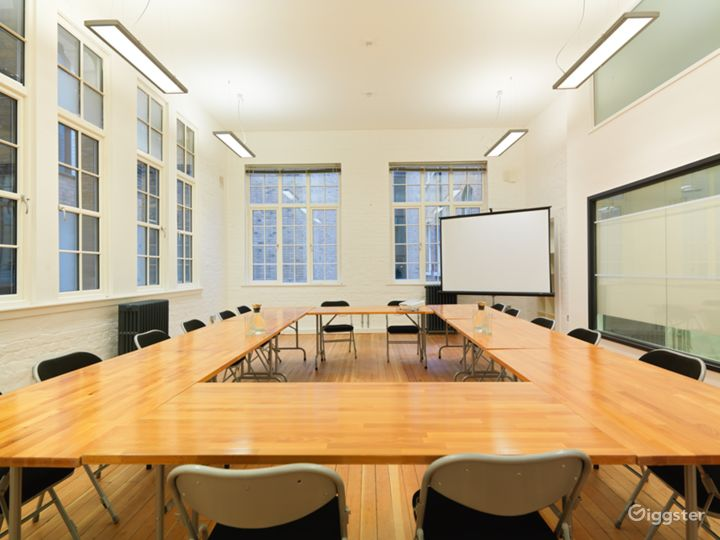 Medium-sized Event Space in London Photo 3