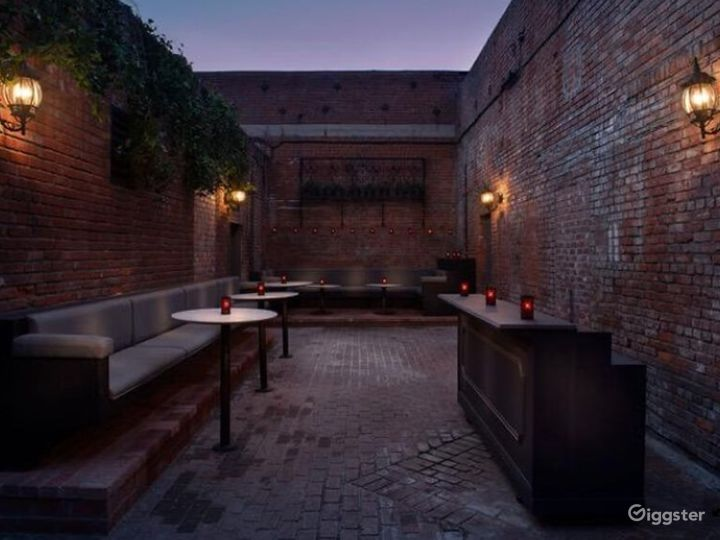 Expansive Outdoor Patio Bar Event Space Photo 4