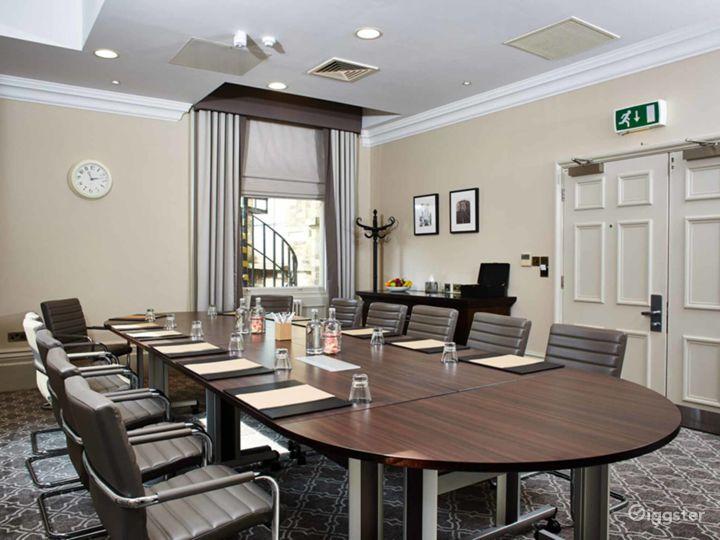 Ideal Boardroom in York Photo 3