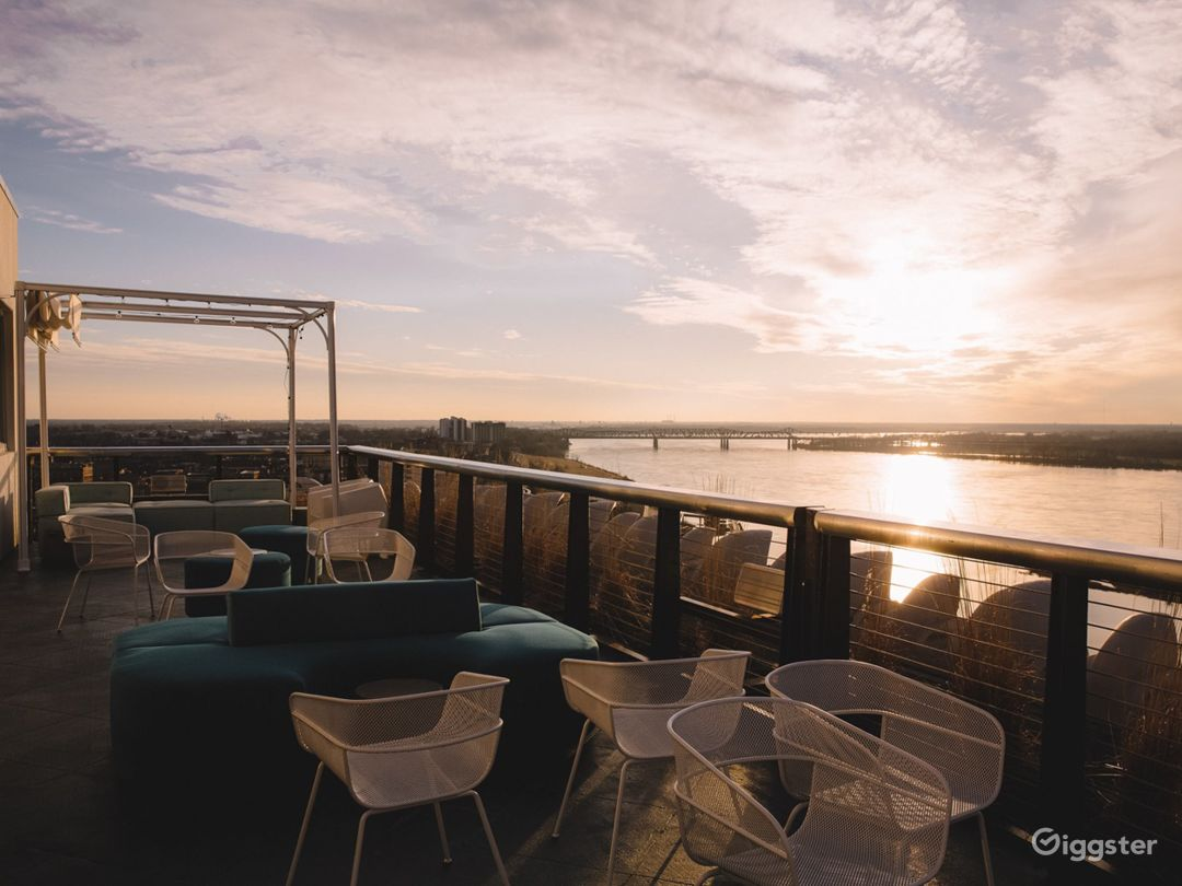 Breath-taking Hotel Roof View in Memphis Photo 1