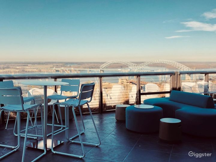 Breath-taking Hotel Roof View in Memphis Photo 3
