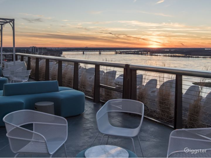 Breath-taking Hotel Roof View in Memphis Photo 2