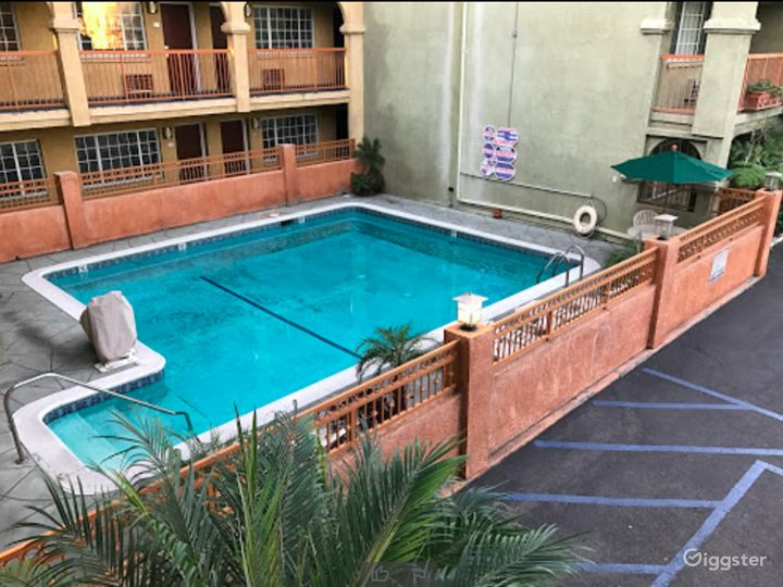 Private Outdoor Heated Pool in LA Photo 4