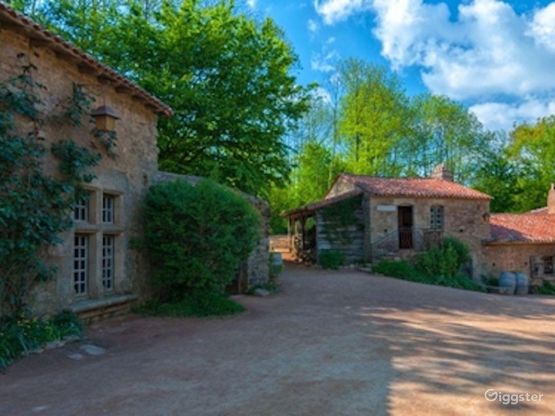 18th Century Village - Houses, craftsmens workshop Photo 1