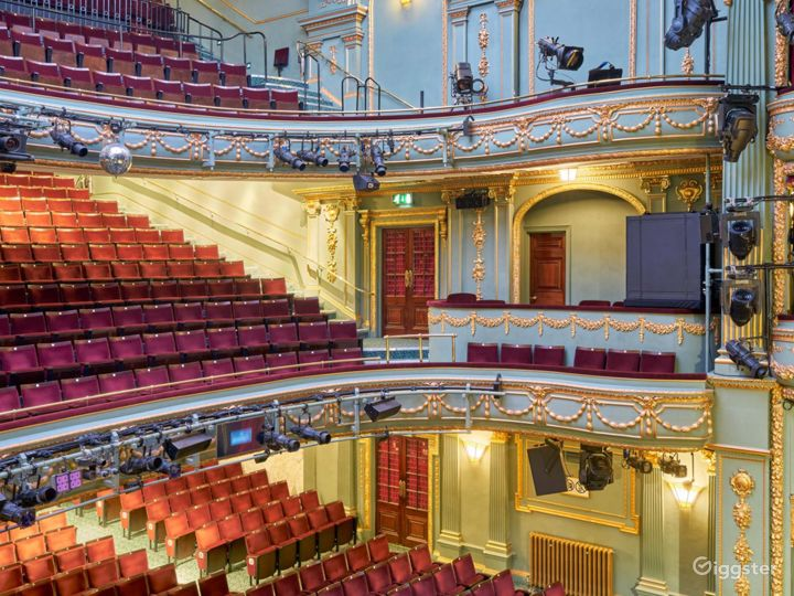 Majestic Theatre in London  Photo 2