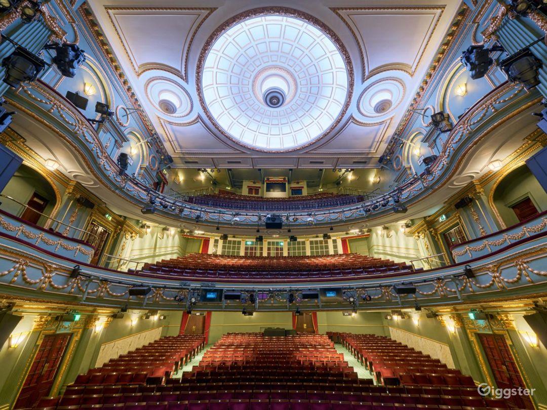 Majestic Theatre in London  Photo 1
