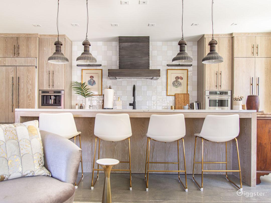 Sophisticated Designer Apartment in Buckhead Photo 2