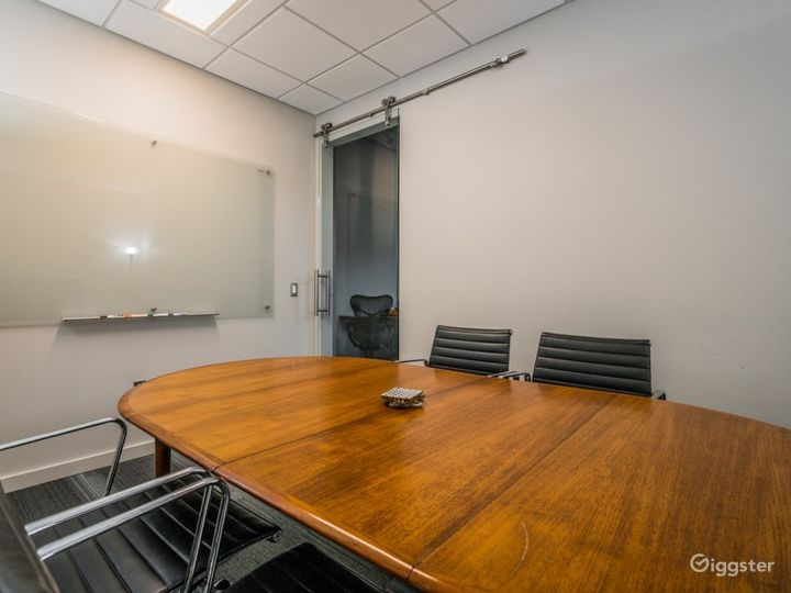 Marconi Classic Small Size Conference Room  Photo 3