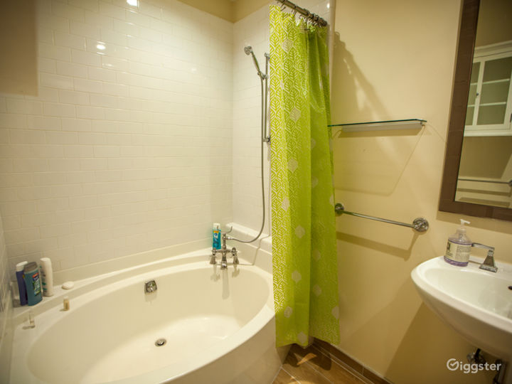 English Style Co-Living with custom interiors Photo 5