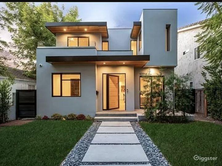 Beautiful open floor modern home  Photo 5