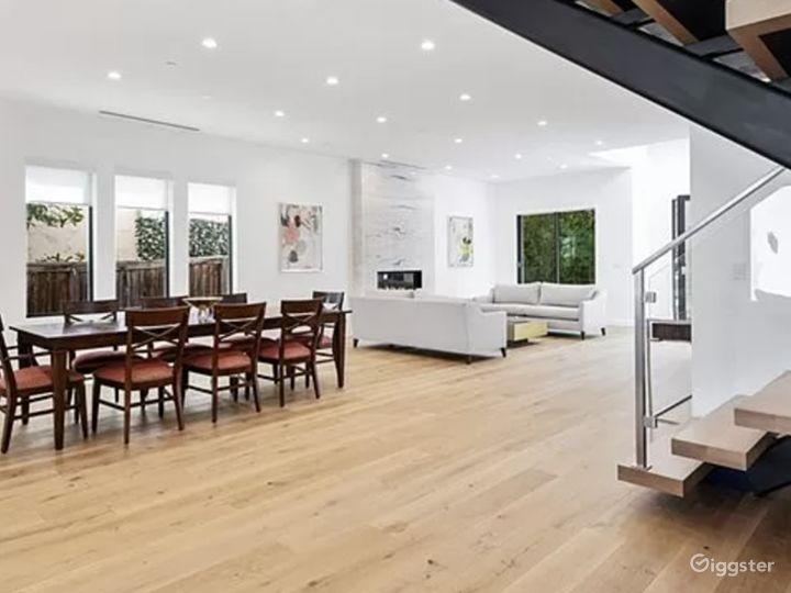 Beautiful open floor modern home  Photo 2