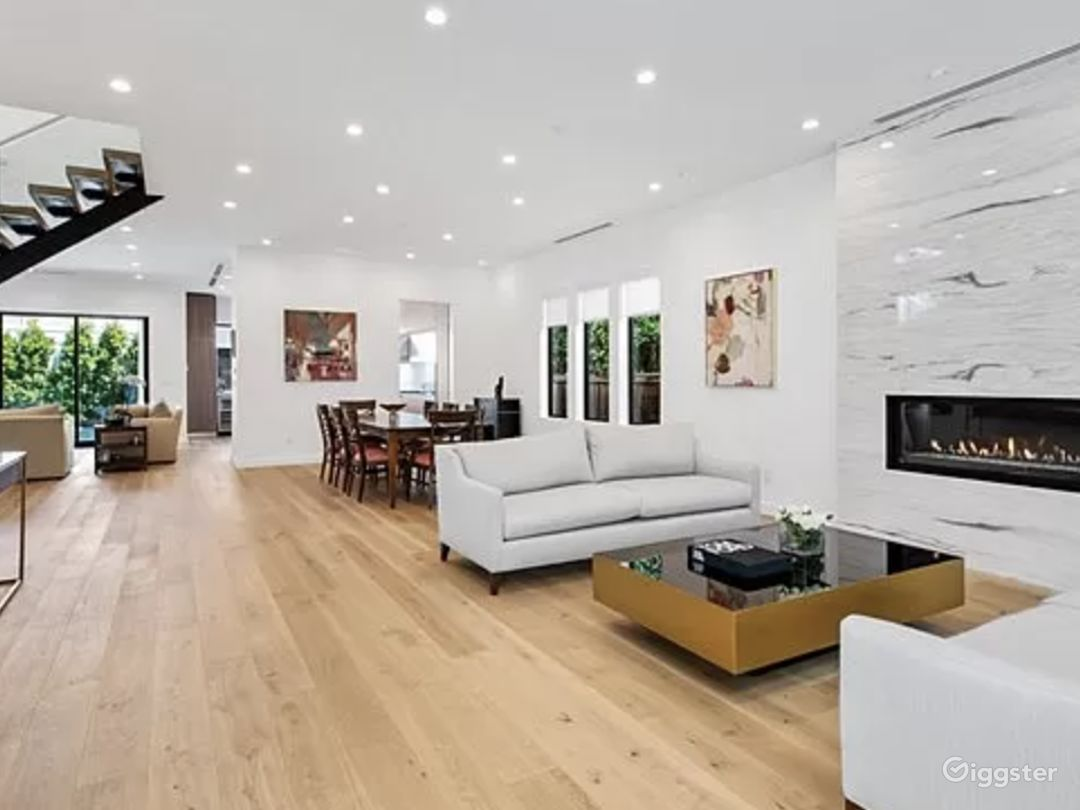 Beautiful open floor modern home  Photo 1