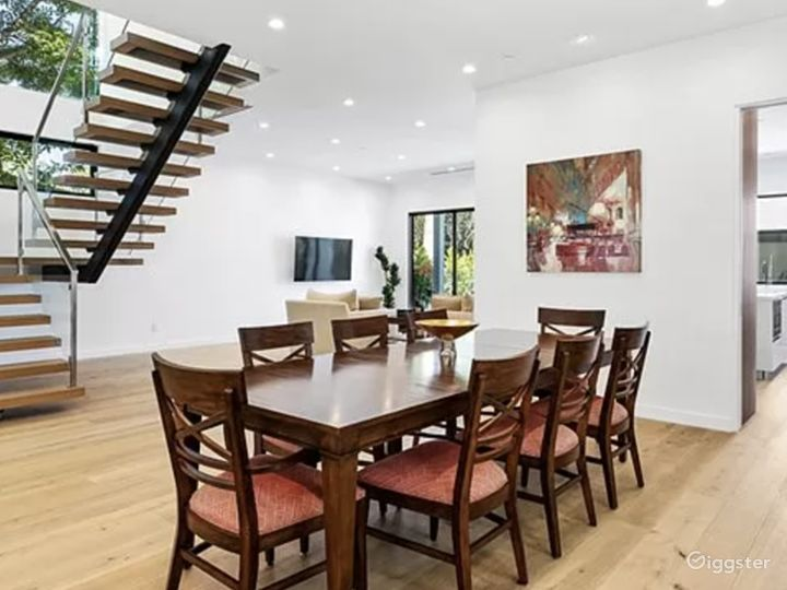 Beautiful open floor modern home  Photo 4