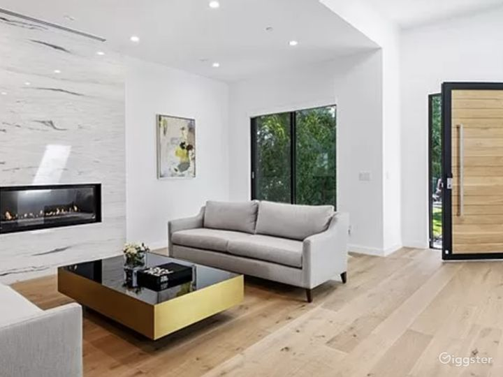 Beautiful open floor modern home  Photo 3