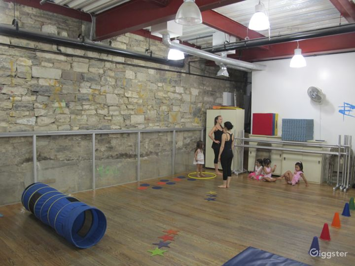 Dance studio and performance space: Location 5014 Photo 5