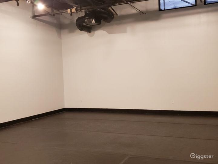 The Acro Room Photo 4