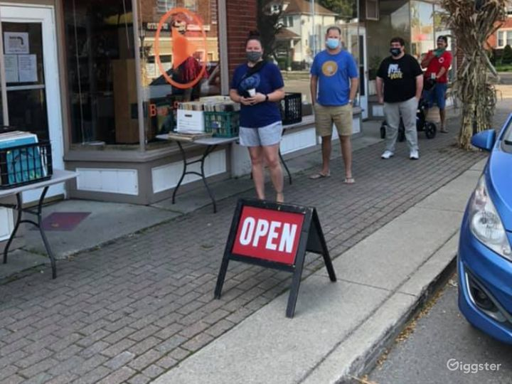 New Vinyl Record Store in Grosse Pointe Park - Outdoor Space Photo 3