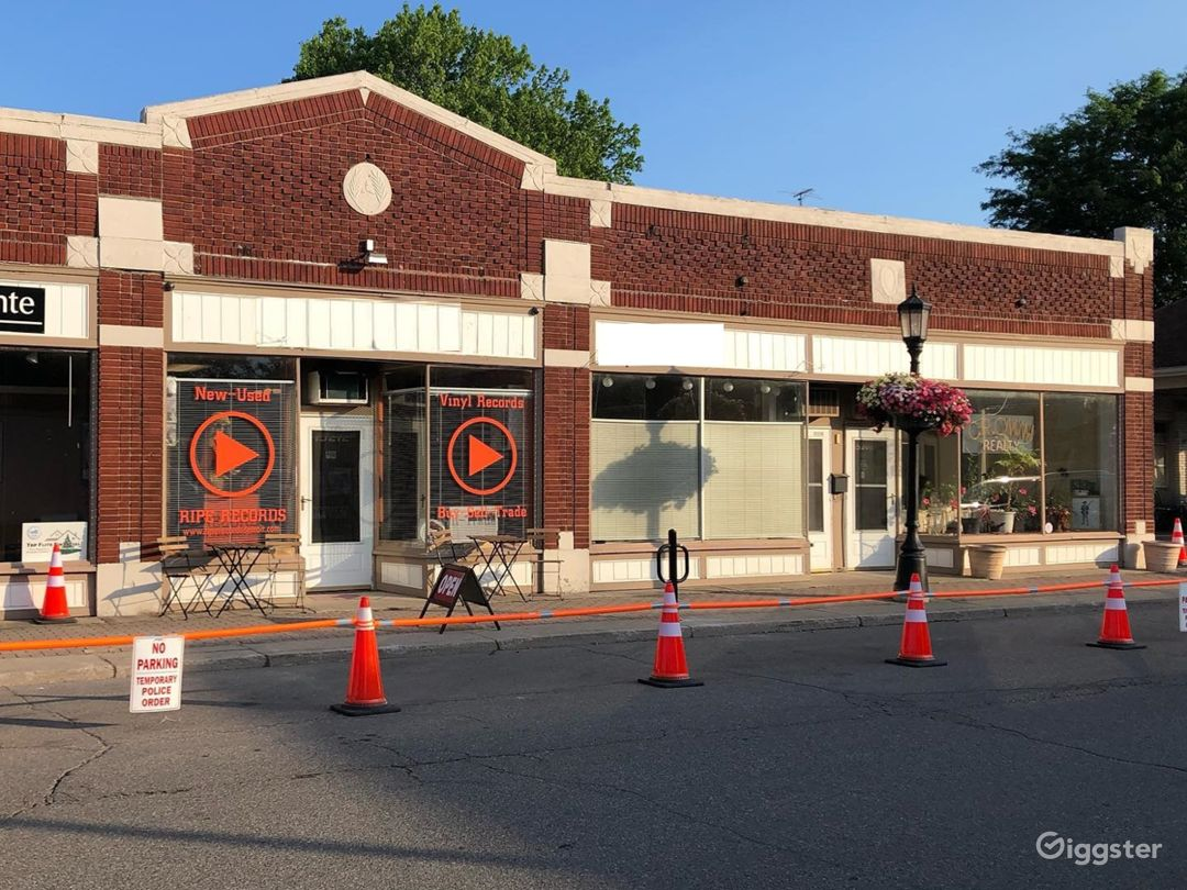 New Vinyl Record Store in Grosse Pointe Park - Outdoor Space Photo 1