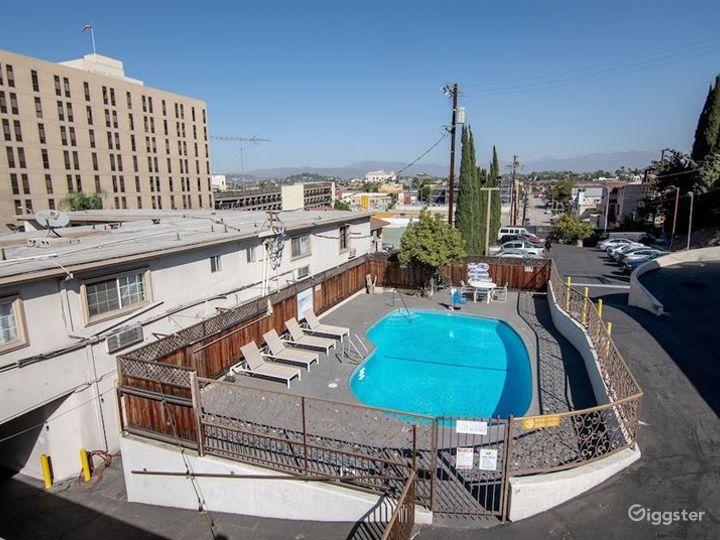 Cosy Pool Area in LA Photo 2