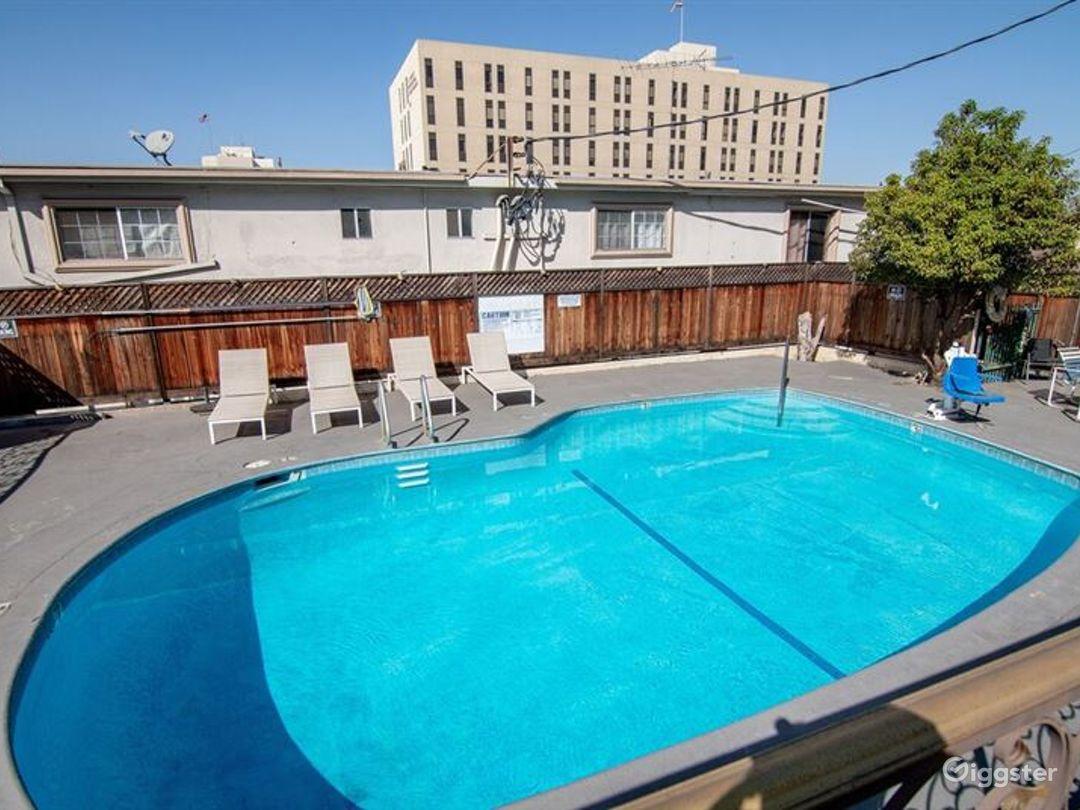 Cosy Pool Area in LA Photo 1