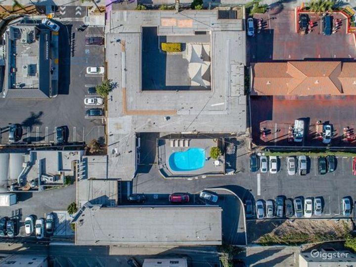 Cosy Pool Area in LA Photo 3