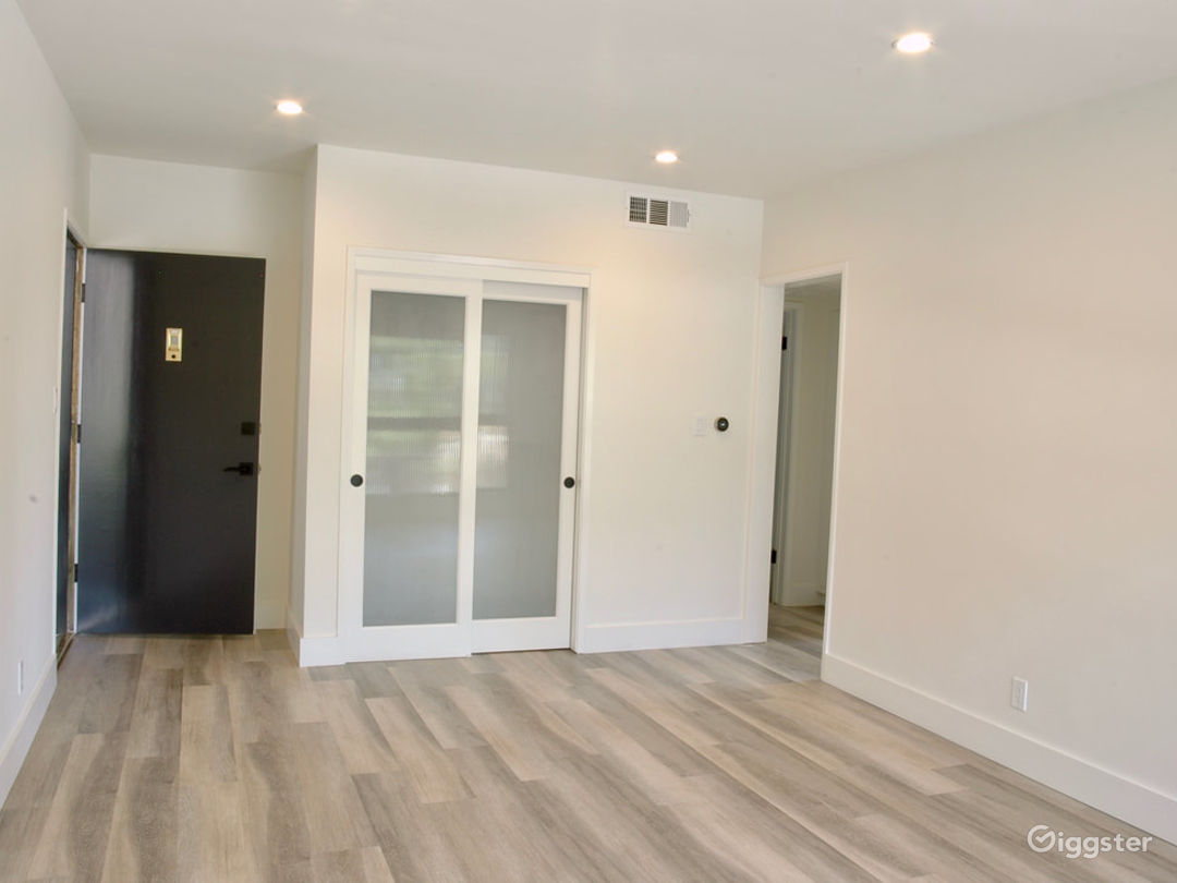 6447 Contemporary Apartment  Photo 3