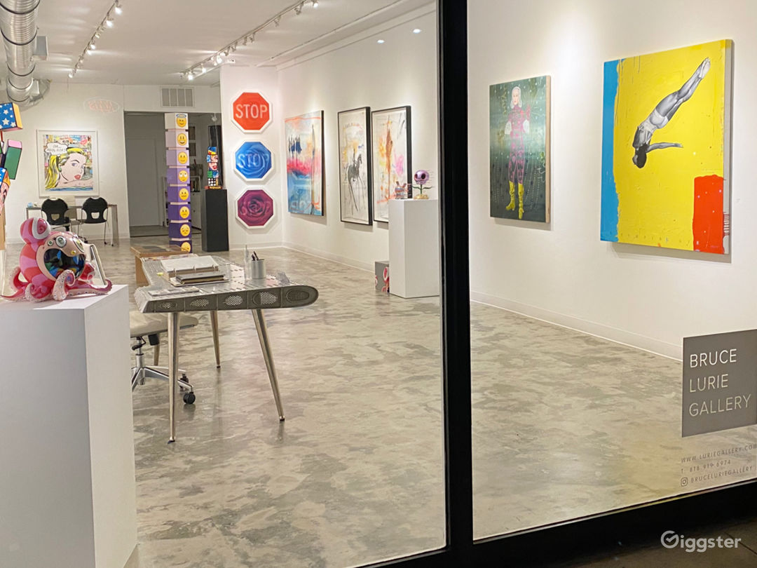 Bright and Inviting Art Gallery Photo 3