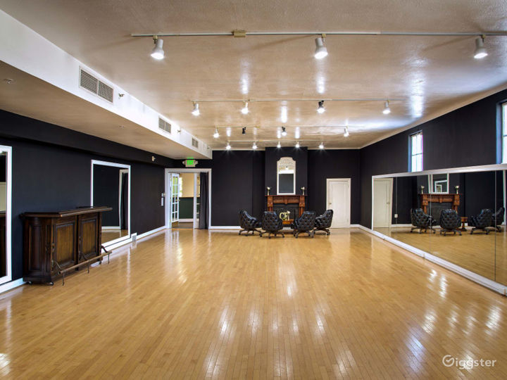 Historical Spacious Ballroom with Additional Rooms and Lobby Photo 3
