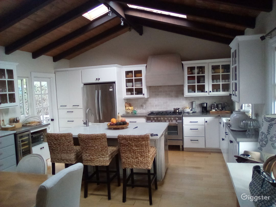 Cottage style home in seaside town. Photo 1