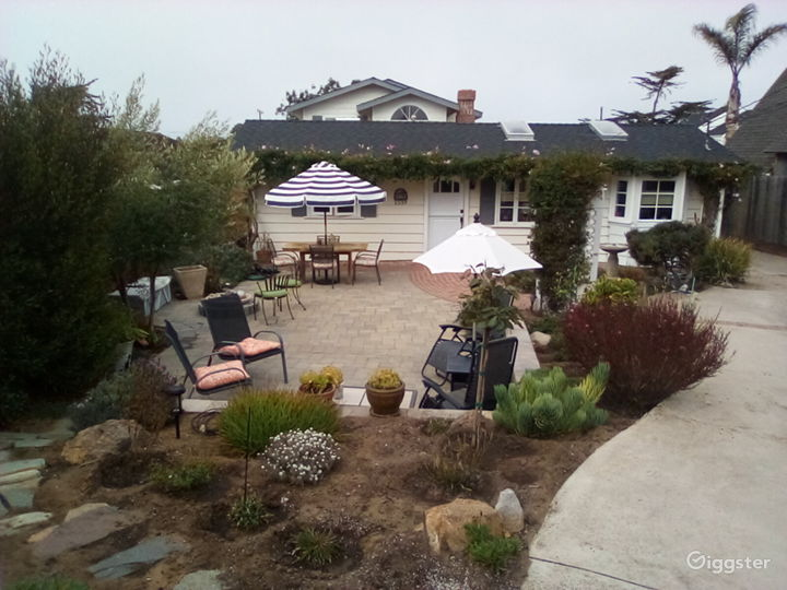 Cottage style home in seaside town. Photo 4
