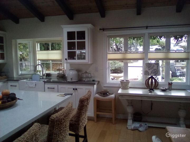 Cottage style home in seaside town. Photo 2