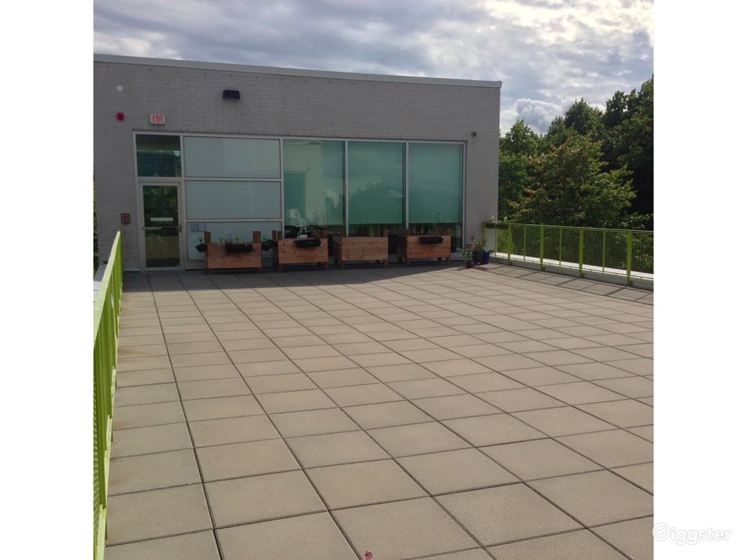 Amazing Rooftop Terrace in Vancouver Photo 1