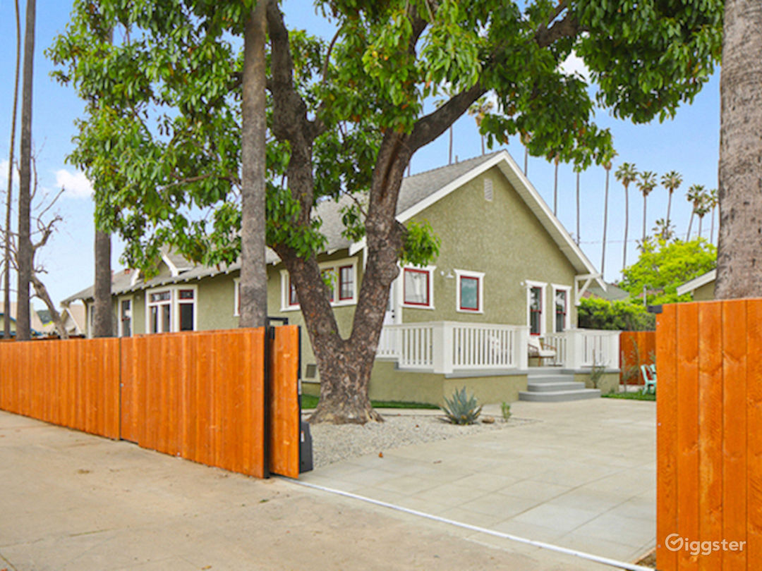 Beautiful Updated Craftsman Home in Los Angeles Photo 3