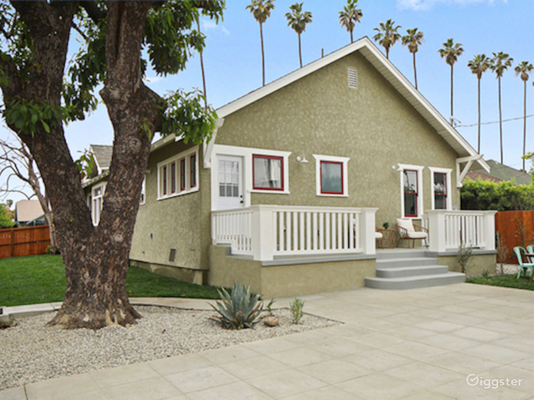 Beautiful Updated Craftsman Home in Los Angeles Photo 2