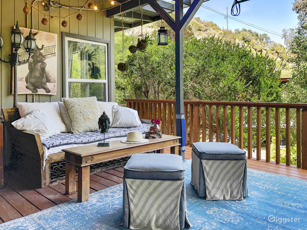 Beachwood Canyon Bungalow w Zen Nature Setting Photo 1