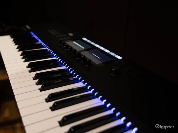 Studio B - Komplete Keyboard