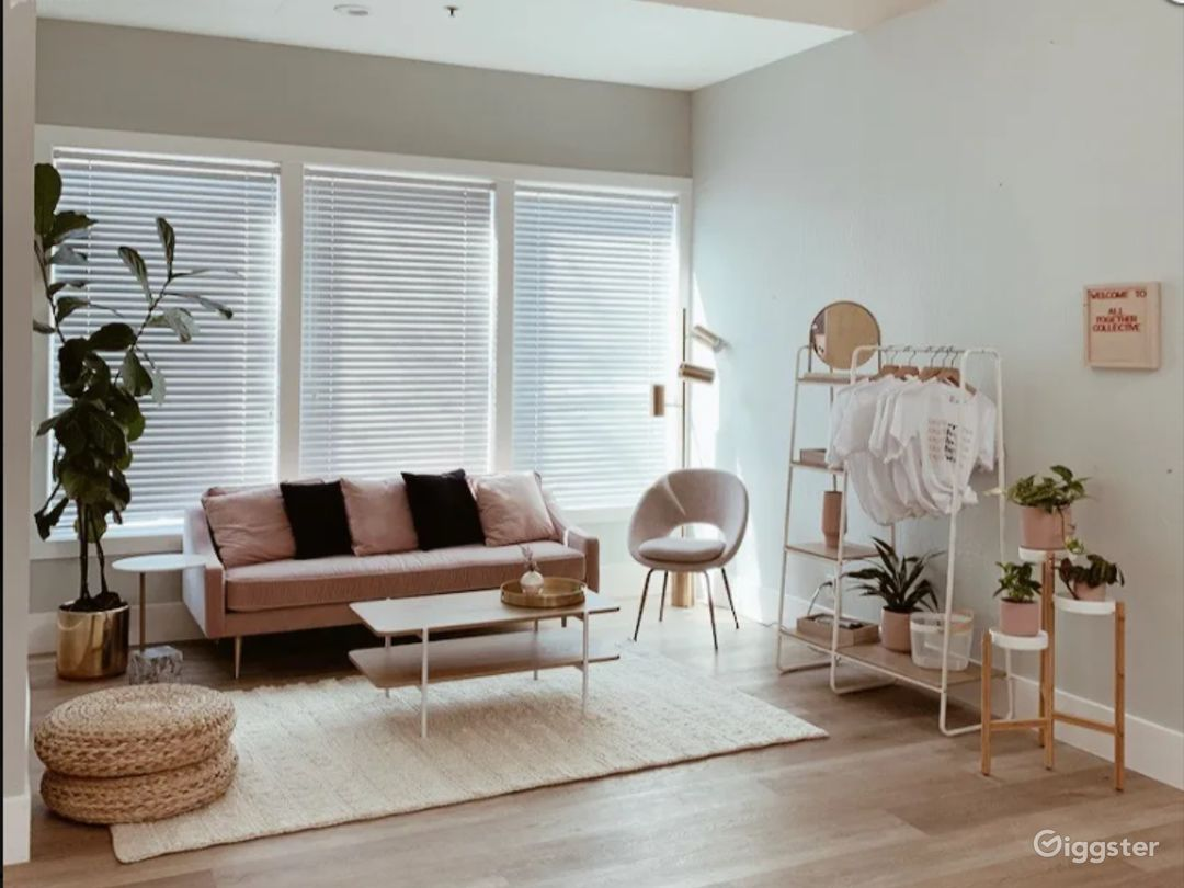 Downtown Studio Incredible Light and High Ceilings Photo 1
