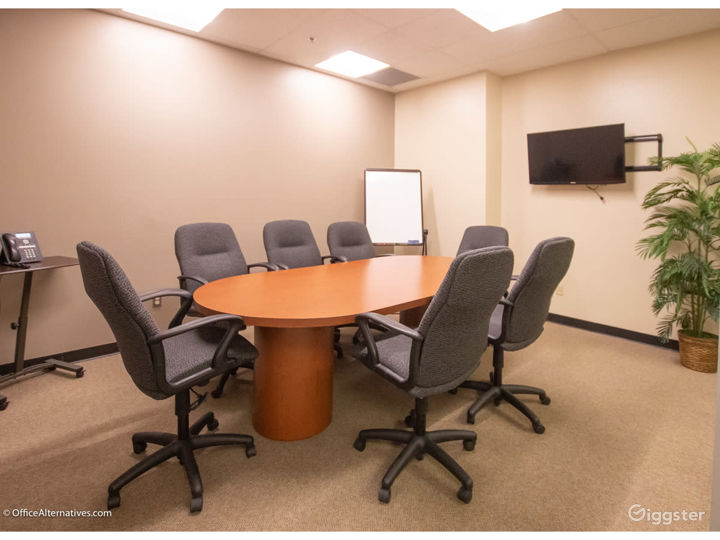 Contemporary Styled Conference Room in Albuquerque Photo 5