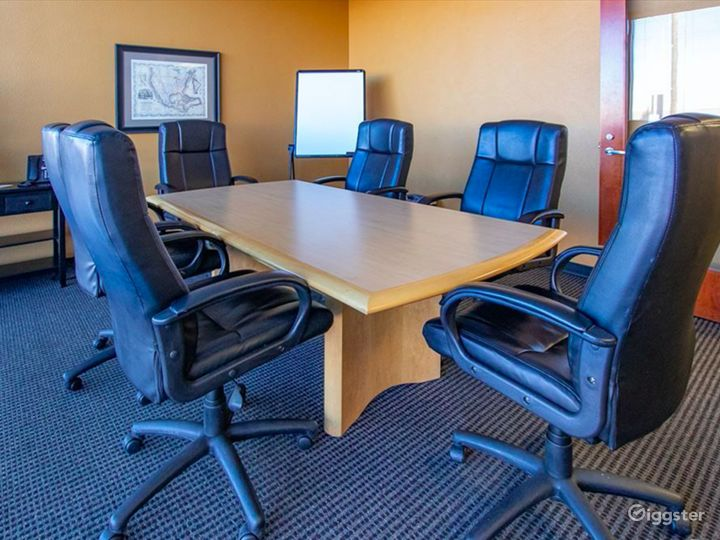 Contemporary Styled Conference Room in Albuquerque Photo 4
