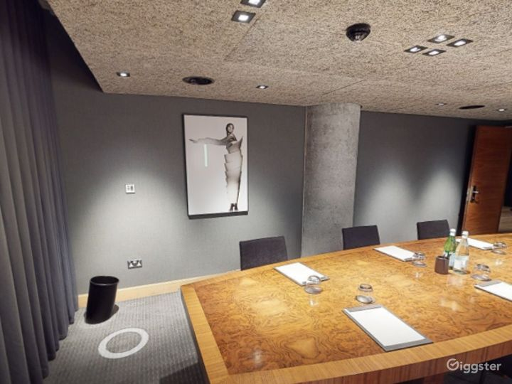 Refined and Sophisticated Private Room 2 in Manchester  Photo 4