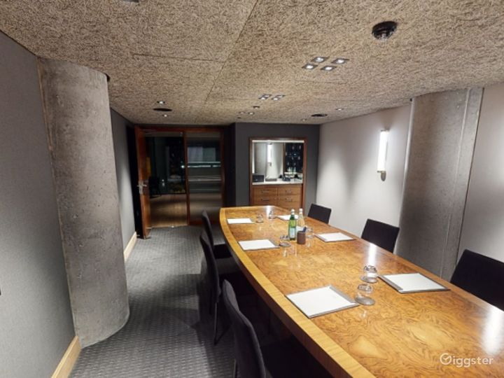 Refined and Sophisticated Private Room 2 in Manchester  Photo 5
