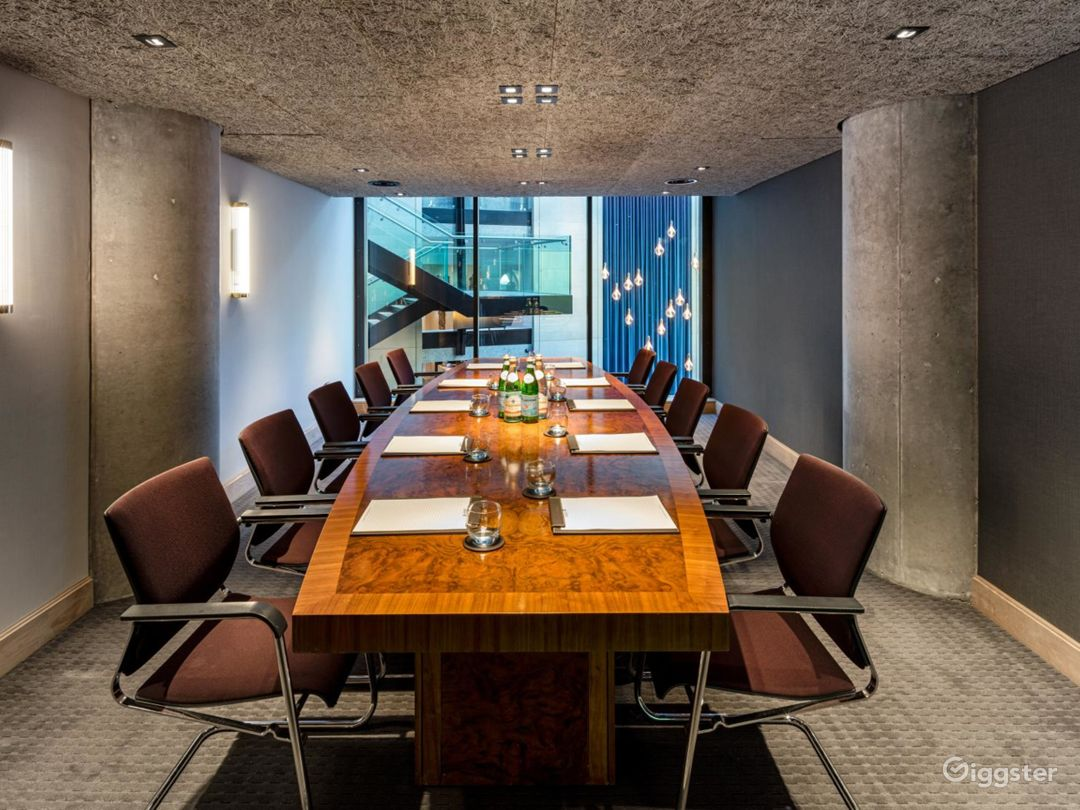 Refined and Sophisticated Private Room 2 in Manchester  Photo 1