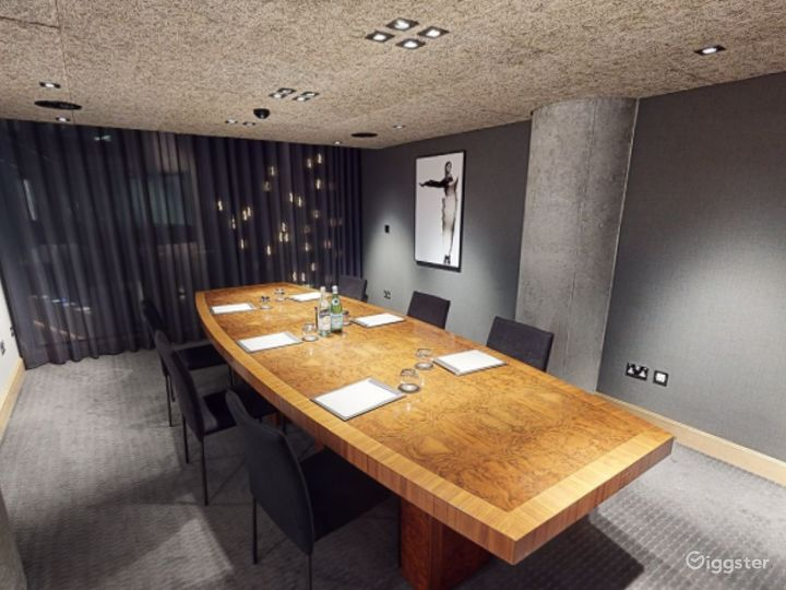 Refined and Sophisticated Private Room 2 in Manchester  Photo 3