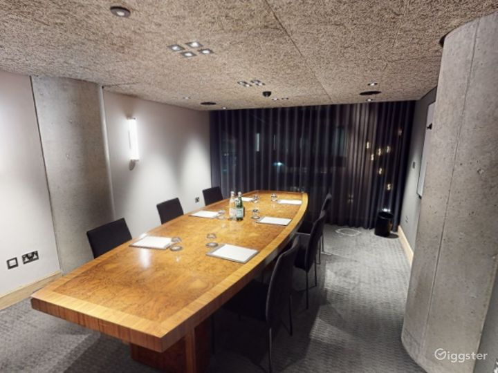 Refined and Sophisticated Private Room 2 in Manchester  Photo 2
