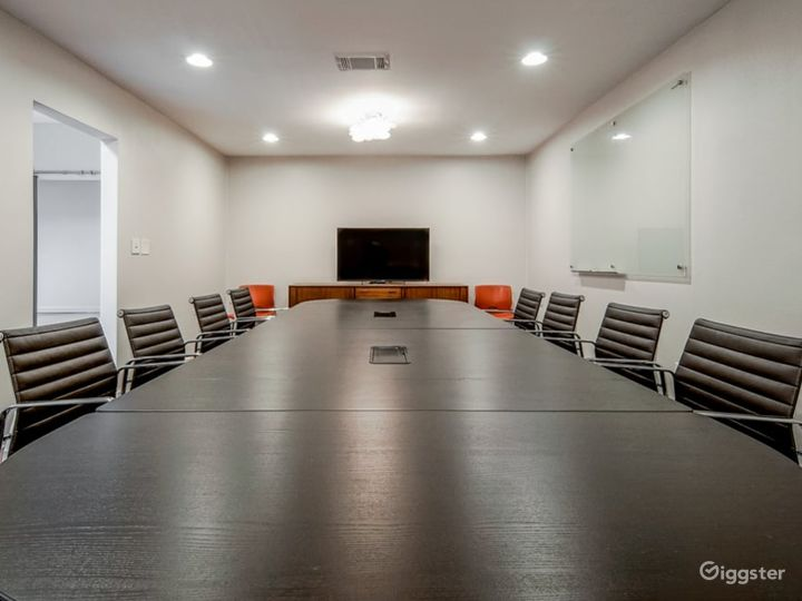 Kapany Capacious, Bright Extra Large Size Conference Room  Photo 4