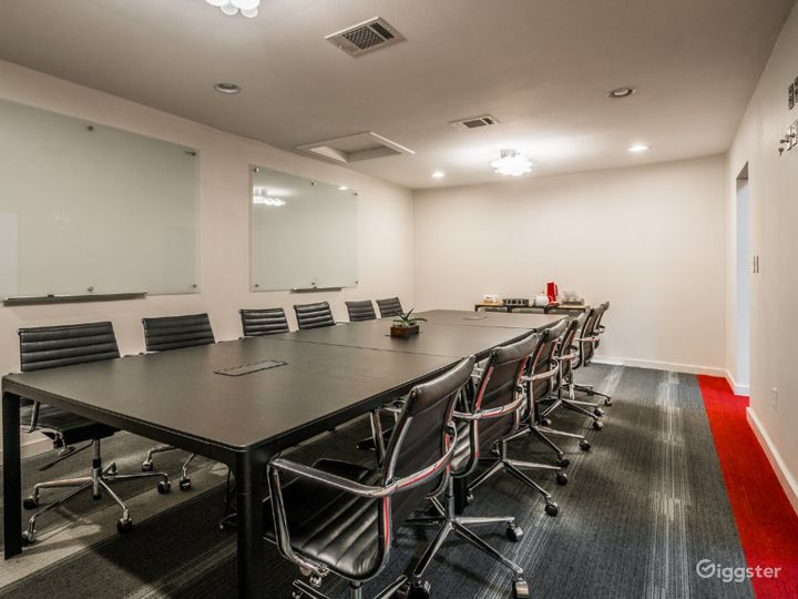 Kapany Capacious, Bright Extra Large Size Conference Room