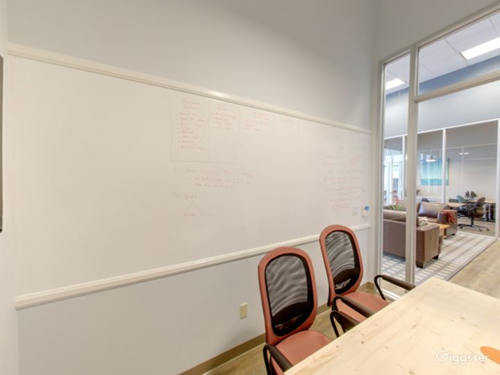 Small and Well-Kept Meeting Room in San Rafael Photo 2