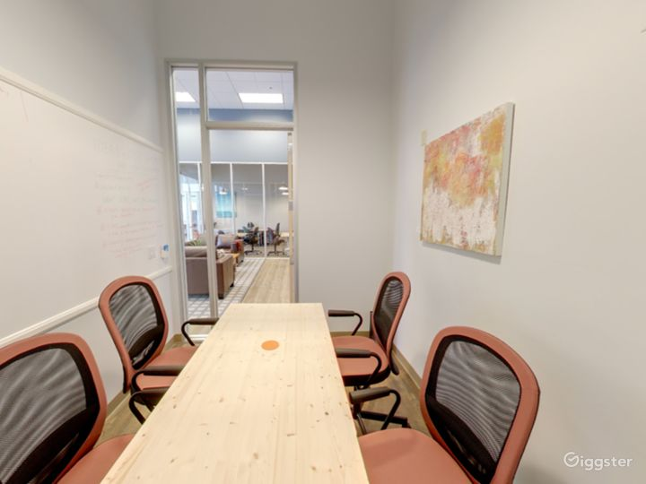 Small and Well-Kept Meeting Room in San Rafael Photo 3