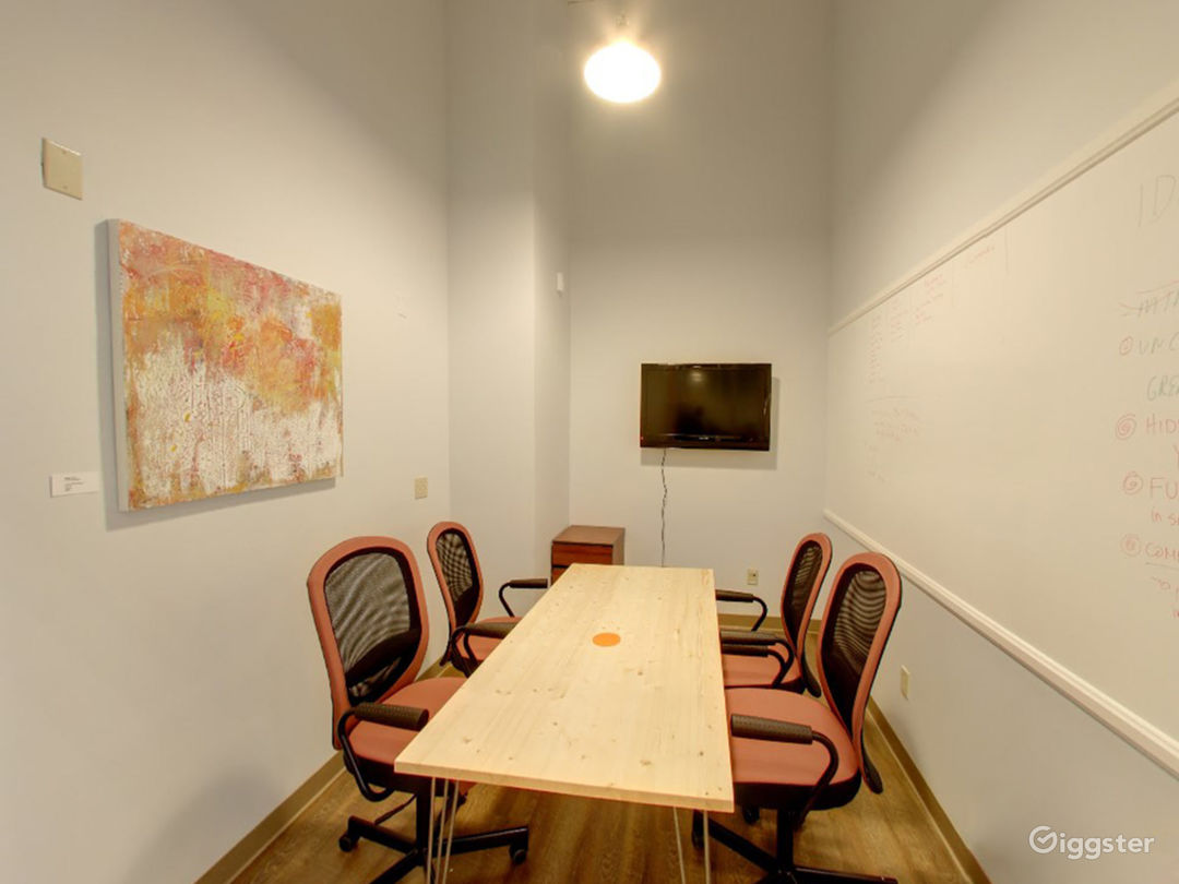 Small and Well-Kept Meeting Room in San Rafael Photo 1