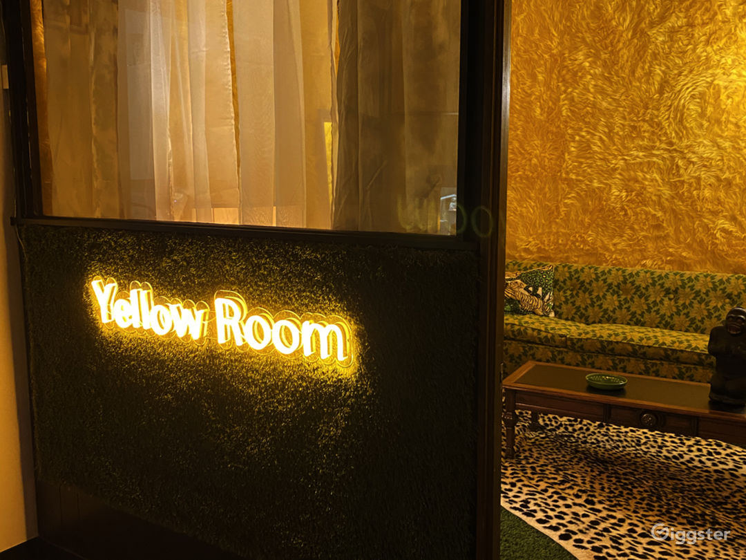 Entry into Yellow Room via the neon sign.
